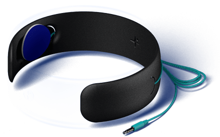 HoomBand's headphones are ultra thin so you can't feel them. They're placed under a soft foam, which is itself concealed under a breathable fabric. Thanks to its 47-inches long cable, stay away from your smartphone and fall asleep in any desired position.